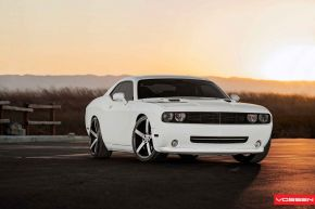 Dodge Challenger |  VVS-CV3 - E: 22x9 / H: 22x10.5
